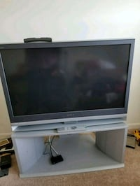 gray Sony flat screen television w/stand Lovettsville, 20180