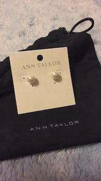 New ANN TAYLOR earrings, brand new, perfect for a gift  Toronto, M2R 1Z1