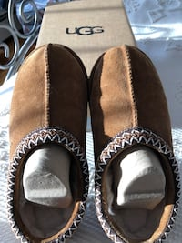 Pair of brown suede slipppers - women's Enfield, 06082