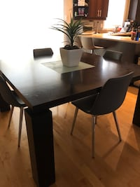 Dining room table  Laval, H7T 3C4