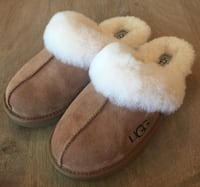 Pair of brown ugg sheepskin slippers Ashwaubenon, 54304