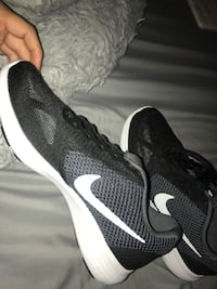 black-and-white Nike running shoes Chino, 91710