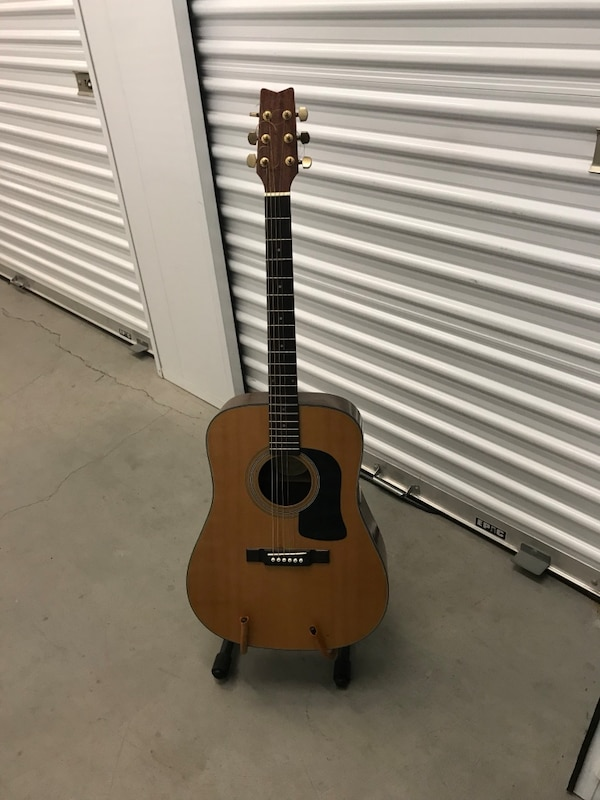 Washburn Acoustic guitar. D100 great condition.