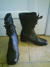 pair of black leather boots Montréal, H1G 5G2