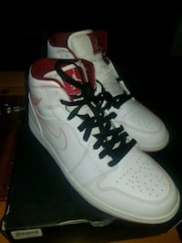 Michael Jordans 9.5 (FIRM PRICE) Toronto, M1L 2T3