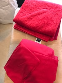 Red full size bed sheet set with matching throw. Monroe, 10950