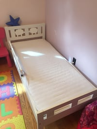 Two toddler beds(read the description ) Mississauga, L5E 2H8