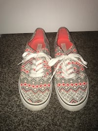 Pair of white-and-pink vans sneakers Etna, 43062