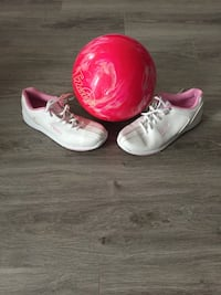 Women's 10 lbs bowling ball and size 7 shoes.