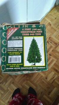 Never used 6 foot Christmas tree $20 Mississauga, L5A 1A8