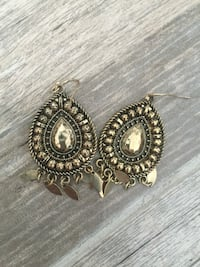 pair of gold-colored hook earrings Norfolk, 23518