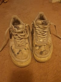 pair of gray-and-white camouflage Nike Air Force 1 shoes Saint Marys, N4X 1E9