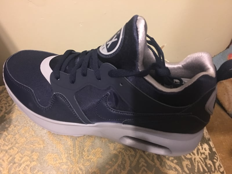 Nike Air Max size 10.5 New  0