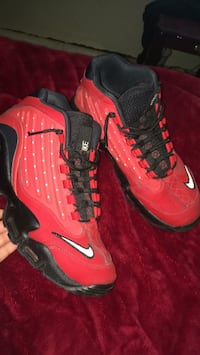 Pair of red nike basketball shoes size 9.5 New York, 10455