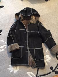 Sheep skin coat in a very mint condition. very warm. size s/m Toronto, M4T 1K2