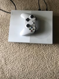 White xbox one S console with controller Greenbelt, 20770