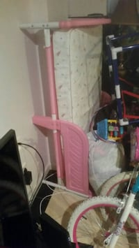 Girl toddler bed pink frame. Silver Spring, 20904