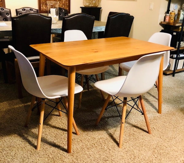 Mid century modern natural pine dining table + 4 modern chairs retail $700