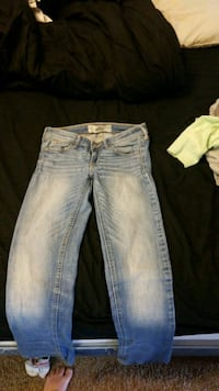 distressed blue-washed jeans Kettering, 45429