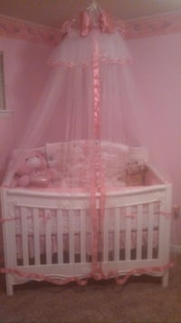 Baby's white wooden crib Baton Rouge, 70805