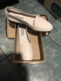 pair of white leather heeled shoes with box Everett, 02149