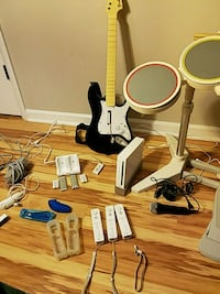 Wii system w/ rock band set and games Wheaton, 60189
