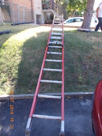 Featherlite used ladder extends over 20 ft Laval
