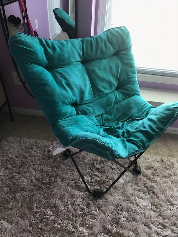 Collapsible teal chair. Very comfortable and easy to move 4b09b52b-50d4-4372-873d-902489aa6f0f
