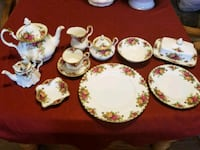 Old Country Roses 93 pieces - Royal Albert China Grand Junction, 81504