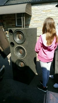 Old school 4 cunch 12inch speakers and box Mississauga, L5B 1Y6