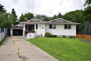 FORECLOSURE | 4 BEDROOM BUNGALOW | FINISHED BASEMENT | LARGE PIE LOT