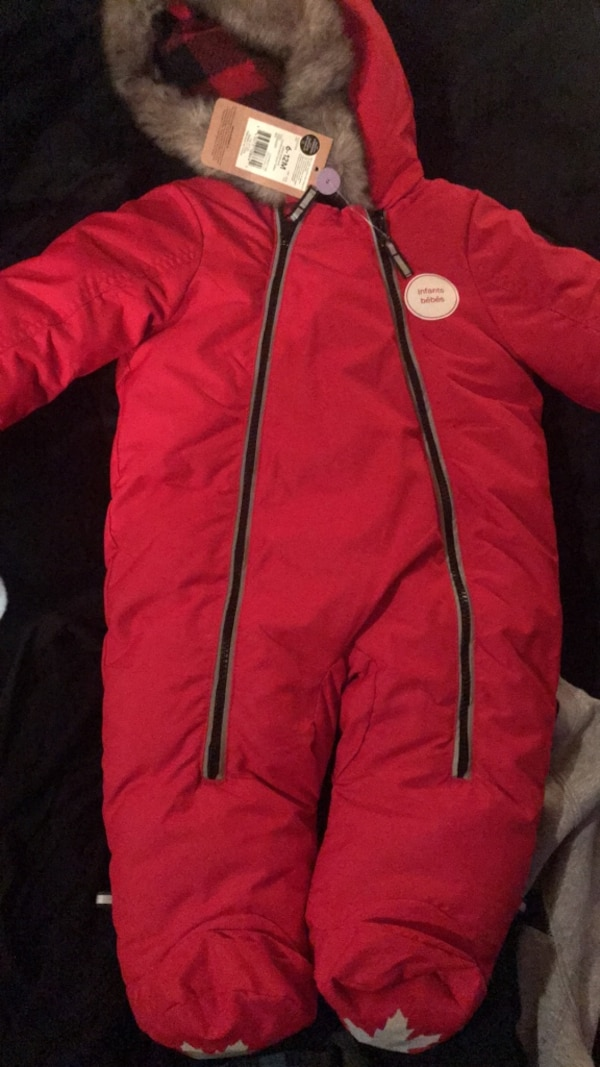 8cb61a296be0 Used 6-12 month snowsuit brand new for sale in Montréal - letgo