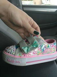 Twinkle toes size 8 girls shoes Dearborn, 48126