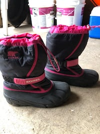 Girls SOREL winter boots size 5 Edmonton, T5W 2C3