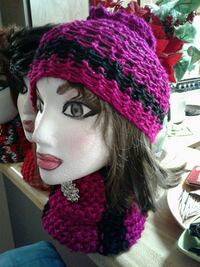purple and black knitted bobble hat and scarf Las Vegas, 89121