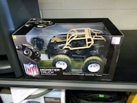 black and white RC car toy in box Cleveland, 37323