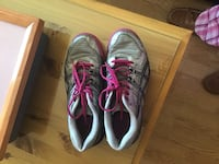 pair of gray-and-pink running shoes Québec, G1G 6J6