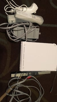 white Nintendo Wii console with charger San Jose, 95125