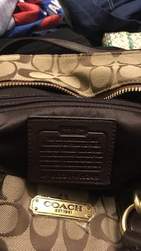 Brand new coach purse with keychain price tag still on it perfect condition  26 km