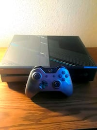 Xbox One console with controller and 3 Games San Marcos, 92069