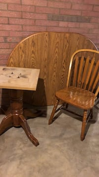 Round Oak Pedestal Diningroom Table Kitchen Table with leaf and Four chairs Mt Ulla, 28125