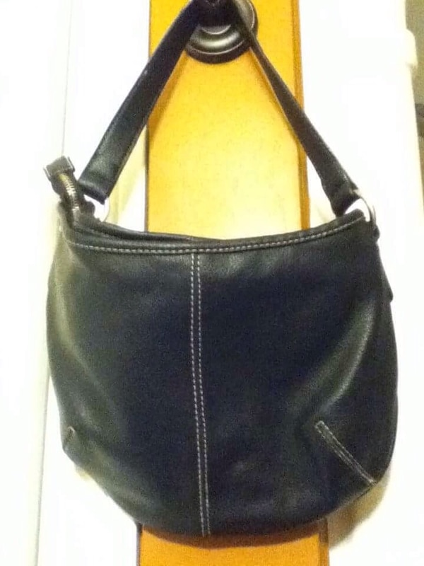 Used black Genuine Leather Purse for sale in Moncton - letgo 59b573112a28