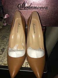 pair of brown leather pointed-toe pumps North Lauderdale, 33068