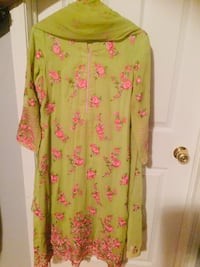 Green with pink embroidered 3 piece dress Vaughan, L6A 2Y3