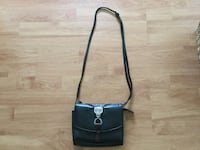 Leather crossbody purse in excellent condition  Essa