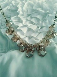 BEAUTIFUL AMBER COLORED CRYSTAL NECKLACE Los Angeles, 91423