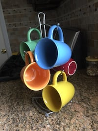 Cup rack and 5 cups / must go asap...