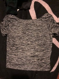 Aritzia cropped top size small fits medium Aswell  3727 km