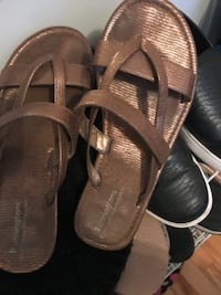 Gold flat sandals. Size. 9. Wide. $25 Montreal