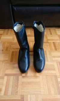 New size 8 leather boots with sheepskin inside Montréal, H3L 3B9